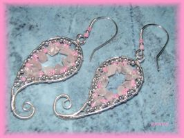 Rose Cashmere earring by jasmin7