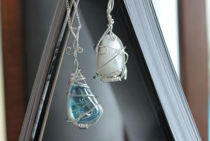 Stone pendants by Ming-Shuw