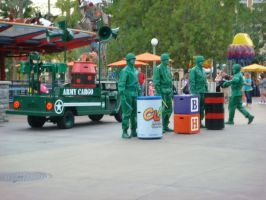 Green Army Men at Operation: Playtime street show by Magic-Kristina-KW