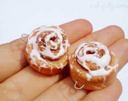 Polymer cinnamon roll necklace charms. by AshGUTZ