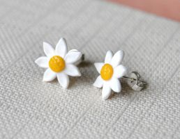 Flower Studs by Madizzo