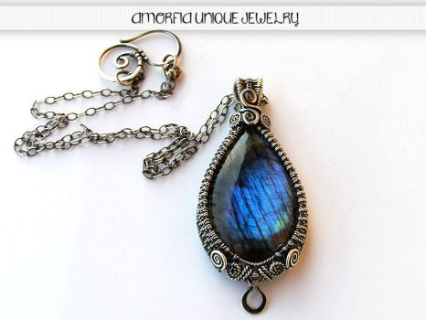 Blue teardrop by amorfia