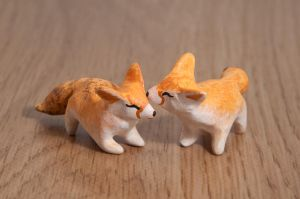 Couple of fennec foxes in polymer clay by lifedancecreations