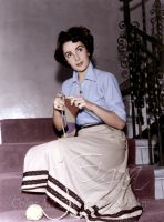 Elizabeth Taylor knitting a Doctor Who scarf by BooBooGBs