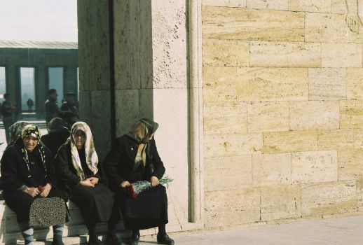 old womens in anitkabir by cagdas-11