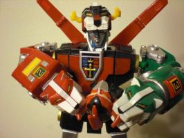 Voltron has Megazord's head by AosakiKeiko