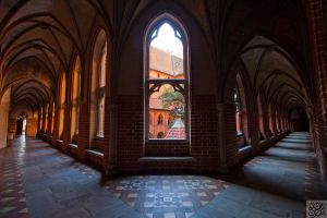 Malbork: Cloisters by Mgsblade