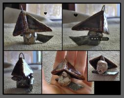 Pyramid Head Charm by bezzalair