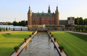 Frederiksborg Castle and Gardens by Lilleninja