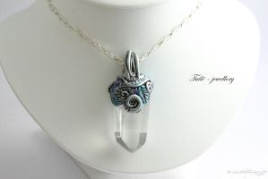 Nightelf huntress necklace on display by Tuile-jewellery