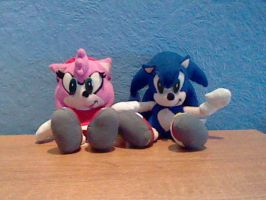 Sonic and Amy Plush by DarkGamer2011