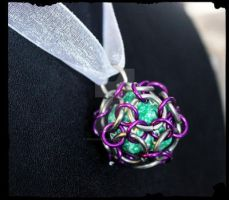 Captured D20 by EKChainmaille