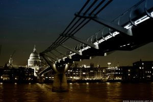 Millenium Bridge by alchemiq