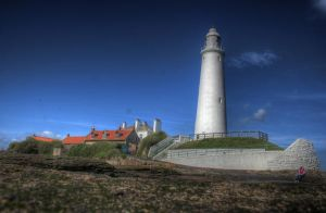 HDR Whitley Bay Light House 2 by N1ghtf4ll3r