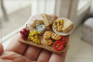 Tiny polymer clay cheese and grape board by PodrugaSamodelkina