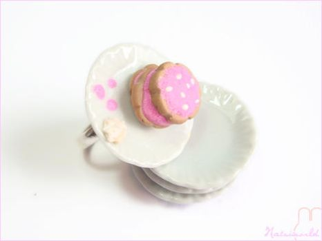 cookies with strawberry cream by natsiworld