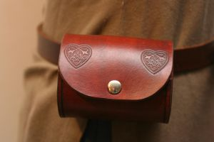 Celtic Leather Barrel Pouch by Versalla