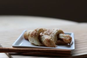 Puff Pastry Mini Cinnamon Rolls-ups by maytel