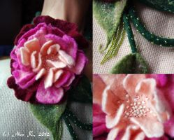 Felting - Peony necklace details by XanthFilatine