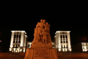 Statue at night by theinsider