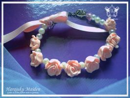Lighty pink rose bracelet by Kumamana