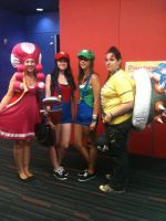 Female Mario Group cosplay - Otakuthon by SmashGal