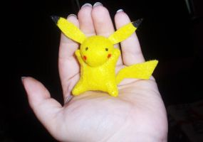Teeny Pokemon Buddy - Pikachu by StitchyGirl
