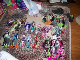 MH: Playing Solitaire with my Dolls by KPenDragon