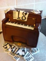 Piano Cake by Catzombies