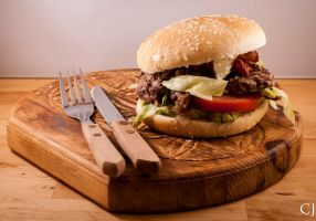 Sloppy veggieburgers with bacon by CJacobssonFoto