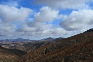 mountains under the clouds by AlanCrazy