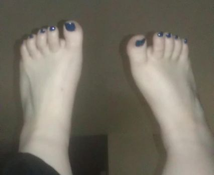 Blue Toes by blsb