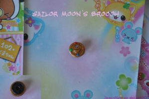 Sailor Moon Brooch by Demi-Plum