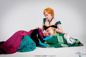 Queen Elsa and Princess Anna of Arendelle by Adhayra