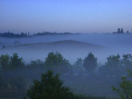 Misty morning in Tuscany by riviera2008