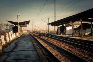 Alone in the station by gilderic