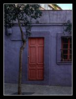 Barcelona 23 - Little pink door by Isyala