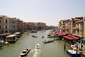 Trafic in Venice by CauterizeSetsFire