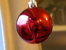 bauble reflection 4 by ARAart