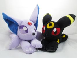 Espeon and Umbreon beanies by MagnaStorm