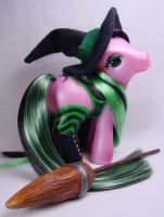 Enchantress the witch pony by Woosie