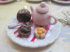 Molten chocolate cake teapot by CandyChick