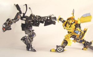 Bumblebee vs Barricade TF by predatorhunter79