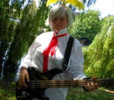 Allen plays the bass by Amaikoibito