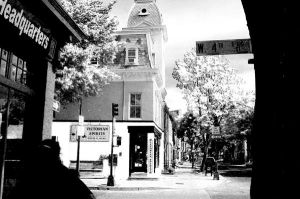 4th Street Liqours by happymouse666