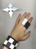 One Handed Cosplay by nekoni