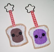 Best Friends Keychains PB+J by kiddomerriweather