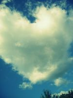Heart shaped cloud by Spicturing