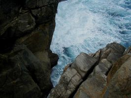 Against the rocks by mirrorsEverywhere