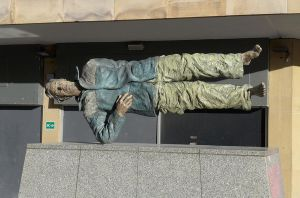 Horizontal Statue, Newcastle by bobswin